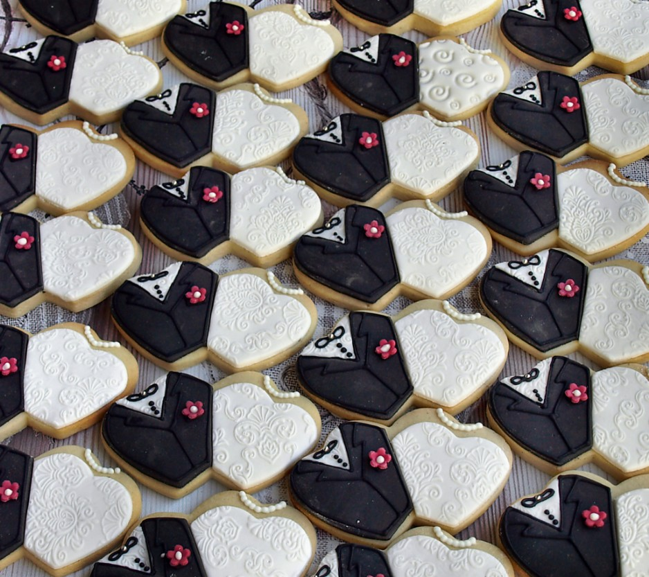Hand Decorated Wedding Cookies as Wedding Favours